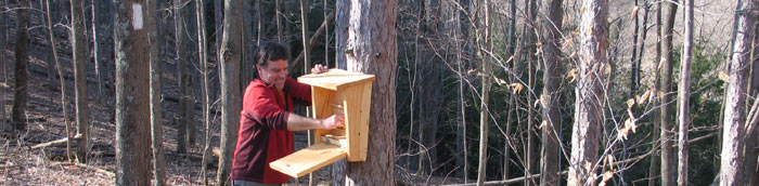 Installing a new trail register box on the FLT in Upper Treman Park (M16) - Photo: R. Hopkins